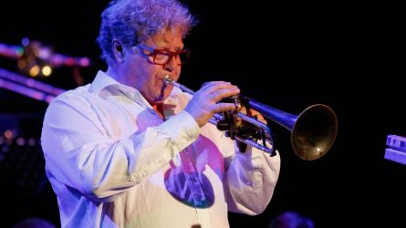 """""""Big Band Festival Šiauliai 2021"""" scenoje skandinavijos trimito fenomeno Lasse Lindgren pasirodymas"""