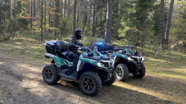 Keturračiais motociklais patruliavę pareigūnai aplankė vietos gyventojus