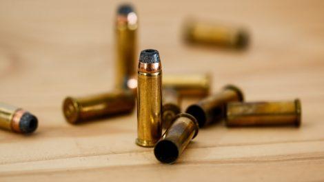 Neteisėtai ginklais disponavusiam šiauliečiui – areštas ir piniginė bauda