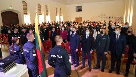 Policijos diena Raudondvaryje: pareigūnų priesaika, gražiausi padėkos žodžiai ir šventinis tortas